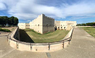 Il grande castello di Barletta.