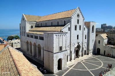 La basilica di San Nicola di Bari.