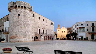 Il castello di Conversano e la cattedrale.
