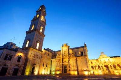 Lecce, piazza Duomo di sera.