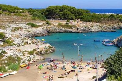 La baia e la spiaggia di Porto Badisco, vicino Otranto.