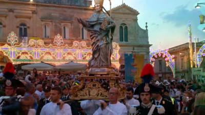 La processione per la festa di Sant'Oronzo di Ostuni.