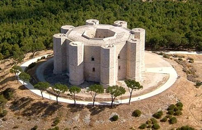 Castel del Monte in Puglia.
