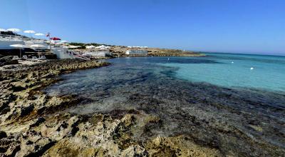 Spiaggia di Punta della Suina nel Salento, vicino Gallipoli.