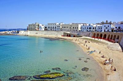 La spiaggia della Puritate nel centro storico di Gallipoli.