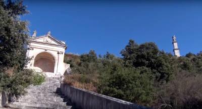 La fonte e statua di Sant'Oronzo vicino al santuario.