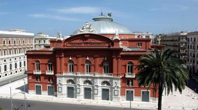 Il teatro Petruzzelli di Bari, nel quartiere Murattiano.