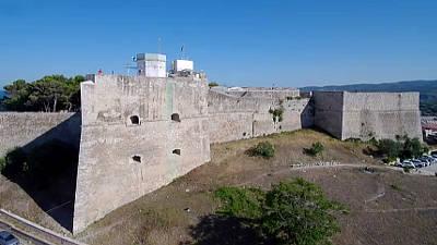 Il castello normanno svevo di Vieste, sul Gargano.